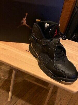 Jordans black and gold size 6.5 boys