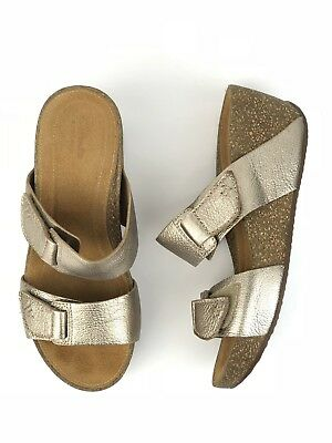 5e23a774c41 Clarks Artisan Temira East Gold Metallic Leather Comfort Wedge Sandals 7  Womens