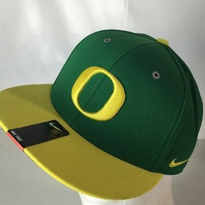 online store 488b4 8434e BRAND NEW NIKE OREGON DUCKS Apple Green   Yellow True Adjustable  Performance Hat