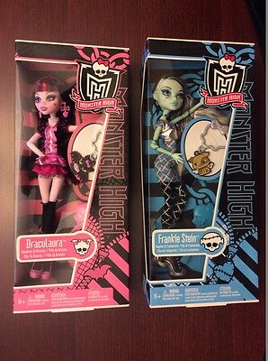 onster High Classroom Frankie Dolls and Draculaura Dolls with key chains
