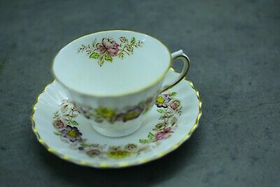 Royal Doulton Fine Bone China H4897 TEA CUP & SAUCER Made in England