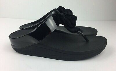 c72bc1519 Fitflop  Yoko  Thong Sandal Women s Black Patent Leather Ruffled Floral Sz 7