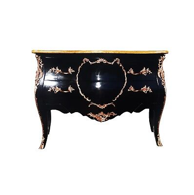 A French Louis XV black lacquer and bronze chest of drawers / dresser