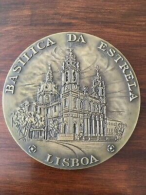 Beautiful and rare antique bronze medal Made by José de Moura in 1979