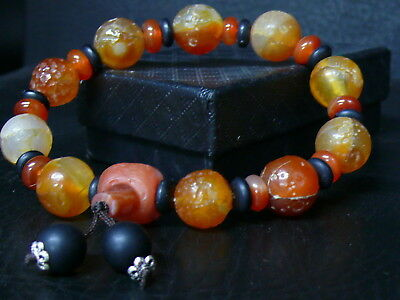 (dV1052a)  Tibet: Beautiful Hand Carved Agate Beads Prayer Bracelet