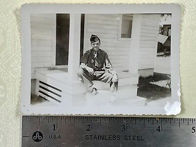 #BW316 /  WW2 photo of US ARMY SOLDIER - Sitting on step in UNIFORM / Oct. 1945