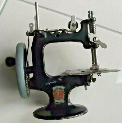 Vintage / Antique CAST IRON TOY SEWING MACHINE - PETER PAN SERIES 0