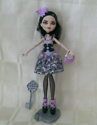 Ever after high Duchess Swan doll (B)