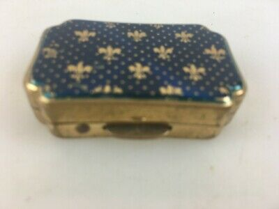 VINTAGE LITTLE STRATTON PILL BOX - MEASURES 4cm LONG - MADE IN ENGLAND