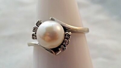 Vintage 14k solid white gold pearl ring tiny diamonds