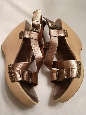 d5d8affd003 VIA SPIGA 7 Gold Leather Wedge Heels Sandals Metallic Wood Shoes EUC