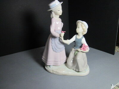 """Lladro Nao Figurine  """"two Girls Picking Flowers""""  Mint  Collectible Quite Rare"""
