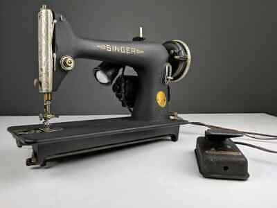 1940 Singer 66-18 Sewing Machine with the Godzilla/Crinkle Finish!