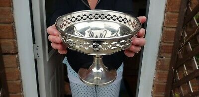 A Beautiful Vintage Silver Plated Fruit Bowl With elegant pierced patterns.