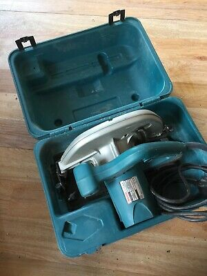 Makita 5704R 240v Circular Saw and Plastic Case Wood Work Hand Power Tools