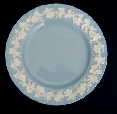 Wedgwood Wedgewood Queensware SHELL EDGE Cream Color On Lavender Salad Plates