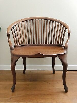 VTG Antique 1930s-1940s Mid-Century Extra Wide Barrel Chair - 21 Spindle Back