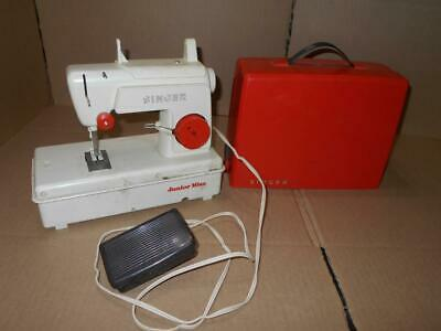 Vintage Singer Junior Miss Kids Childs Sewing Machine Toy w/ Pedal ~