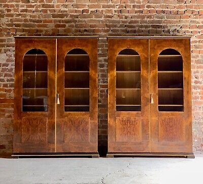 Tomaso Buzzi Pair of Burr Walnut Display Cabinets Bookcases Italy Circa 1929