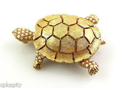 CLASSIC Vintage 1950s 60s CINER Goldtone & Faux Pearls TURTLE Design Brooch PIN