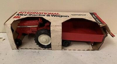Ertl 1/32 Ih International Harvester Mini Tractor And Wagon Set