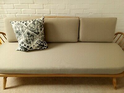 BEAUTIFUL ERCOL DAY BED 355/ STUDIO COUCH in Honey Upholstery.