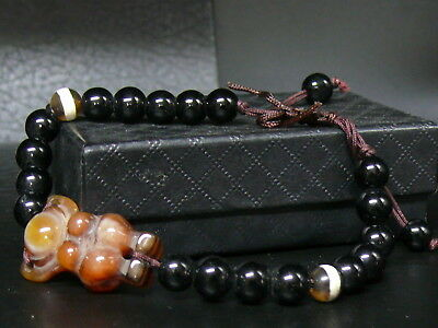 (dV1036)   Tibet: Beautiful   Hand Carved  Agate beads Bracelet. Good Quality!!