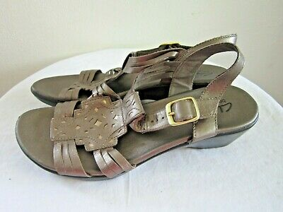 5b00530cb4a6 Clarks Bendables Leather Bronze Sandals Women s Size 7.5M Slingback Buckle  Heel