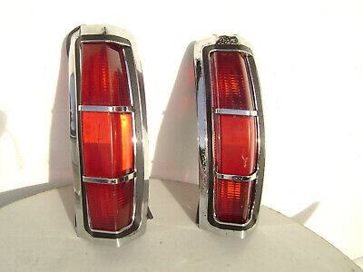 69-70 Ford Country Squire station wagon : 2 feux arrières droits