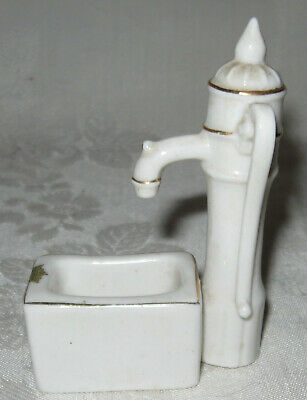 Arcadian China Crested Ware Water Pump and Trough City of Canterbury A&S