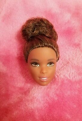 Barbie Made to Move Afro, SOLO TESTA