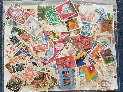 Lot of 1000 worldwide stamps