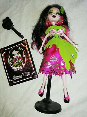 Monster High - Scarily Ever After  - Draculaura Snow Bite Doll