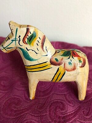 """Vintage Hand Carved 2.5""""x2.5"""" WOOD HORSE FIGURES hand Painted."""