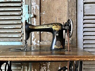 Pretty, Vintage Singer Sewing Machine And Base