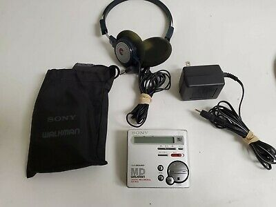 Sony MZ-R70 Minidisc Player Recorder with Pouch, Power Supply & Headphones