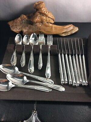 "WM ROGERS & SON ""Hiawatha"" SILVER PLATED GRILLE SET - SERVICE FOR 8"
