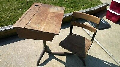 Antique Student School Desk, Cast Iron, Wood Top & Chair 1940s. pick up only