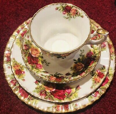 Royal Albert Old Country Roses Place Setting For One Bone China England 4Pc Set