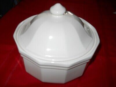 2 Quart Round Covered Casserole w-lid, Heritage White by Pfaltzgraff