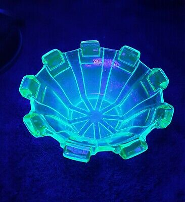 Uranium Green Glass Pylons Nappy Bowl