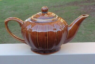 Lovely Vintage Classic 5-6 Cup Teapot  *Brown