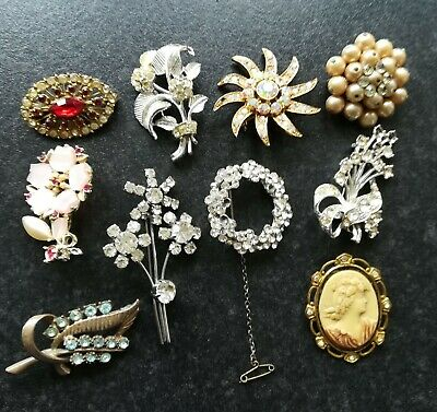 JOB LOT OF VINTAGE MIXED BROOCHES FROM THE MID 20th CENTURY