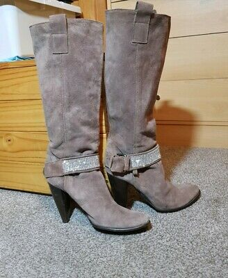 868f0796df67 Gorgeous Womens Suede Leather Boots From BATA. Size UK 4/37 EU Very Good