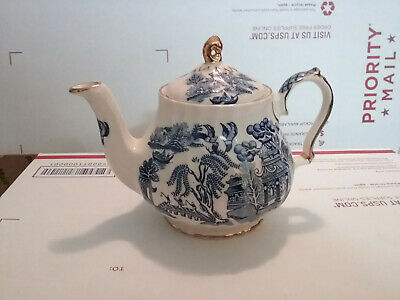 Sadler Made In England China Tea Pot Blue & White Pottery