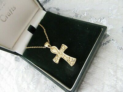Stunning Vintage   Pretty Golden Crucifix  Pendant  And Chain