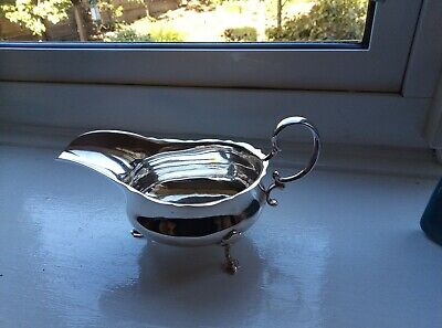 Beautiful Solid Silver sauceboat Regent Street London 1910