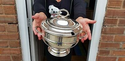 A large Vintage Silver Plated Soup tureen dish By Viners Of Sheffield.collectabl