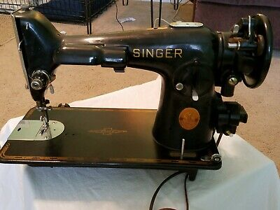 1946 VINTAGE SINGER SEWING MACHINE MODEL 201 - with ACCESSORIES