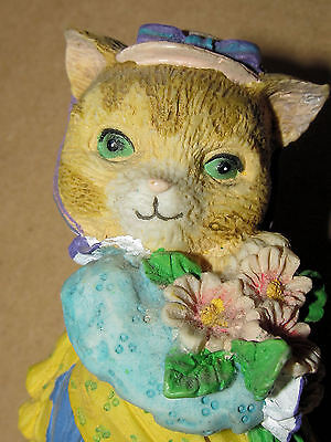Old Fashioned Cat With Posy Of Flowers Ornament 10 Cm Tall Collectable Figure